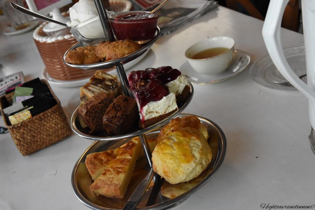 high tea vriendinnen, brood en zoets