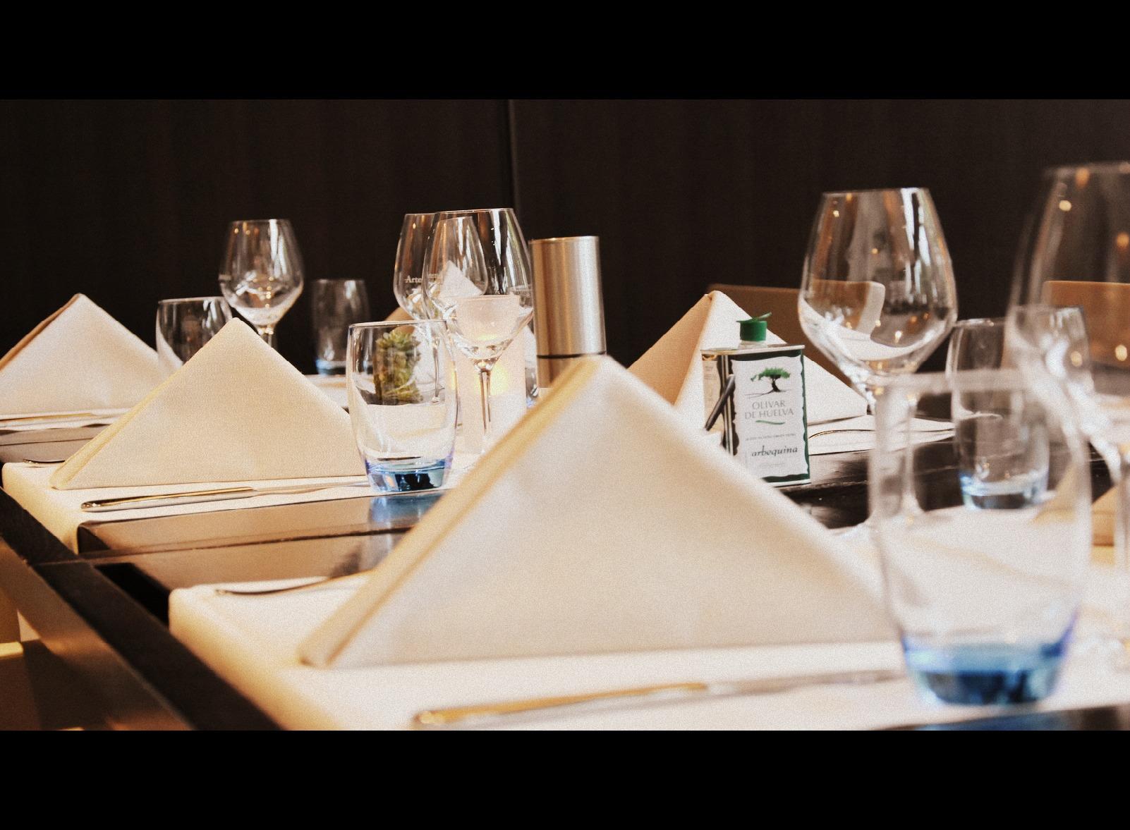 diner Dutch design hotel artiness, high tea vriendinnen